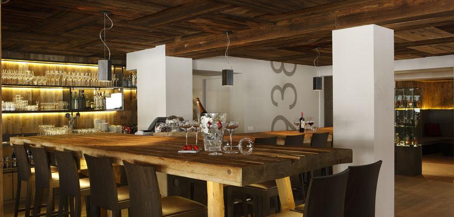 italy_dolomites_corvara_hotel-col-alto_bar.jpg
